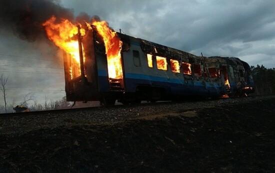 Фото: ГСЧС. Пожар в поезде в Ровенской области